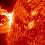 太陽フレア到達は12日のいつで何時?通信障害や爆発の規模も!